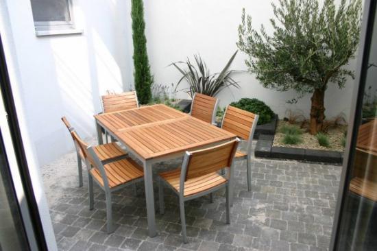 Apr s jardin de ville 16m bruxelles mobilier ext rieur for Piscine de jardin belgique
