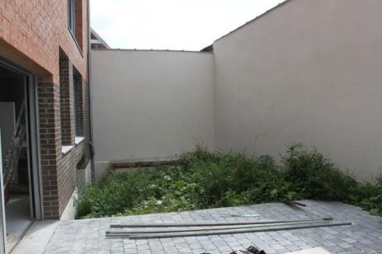 Avant - petit jardin urbain  pelouse synthétique  100m²  à Lille